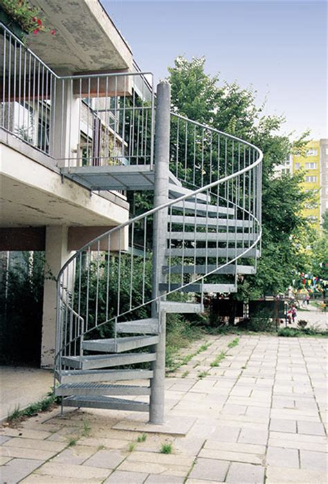 treppen außen chestha au 223 en spindeltreppe idee