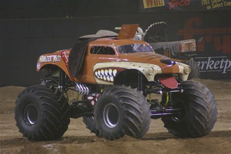 monster mutt monster truck videos file monster mutt jpg wikipedia