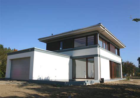 gesims dach modernes landhaus auskragendes dach angeleitete