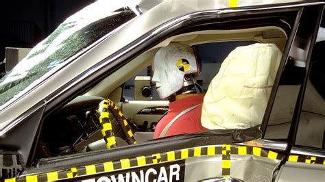 crash test si鑒e auto tests how protecting side airbags could help