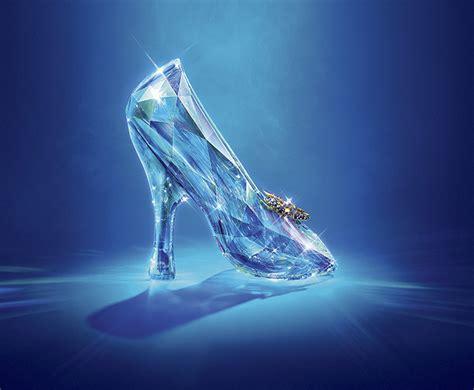 Nove designers criam nova versão do sapato da Cinderela