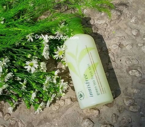 Innisfree Green Tea Fresh Skin review n豌盻嫩 hoa h盻渡g innisfree green tea fresh skin