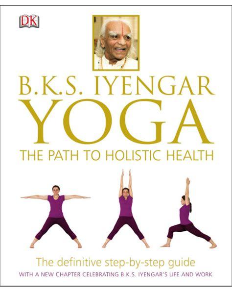 libro bks iyengar yoga the bks iyengar yoga the path to holistic health hardback dk com