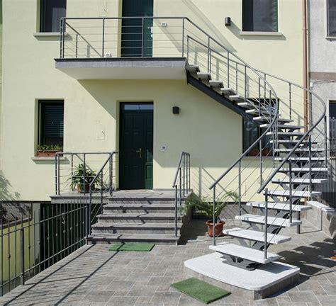 scale in ferro battuto per interni scala per esterni in ferro battuto e gradini in sasso area d