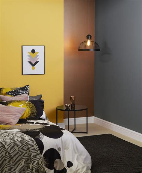 crown paint ideas for living room best 20 mustard bedroom ideas on mustard yellow bedrooms bedroom interiors and