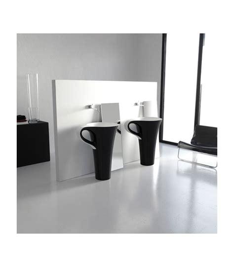 lavabo totem noir totem cup noir artceram pour sanitaires