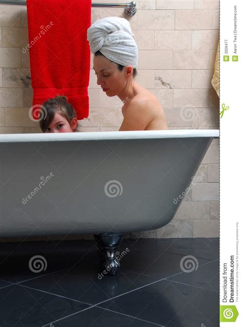 daughter in bathtub mother and daughter in bathtub royalty free stock
