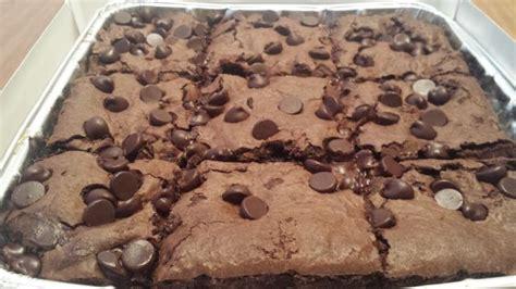 Review: Pizza Hut   Triple Chocolate Brownies   Brand Eating