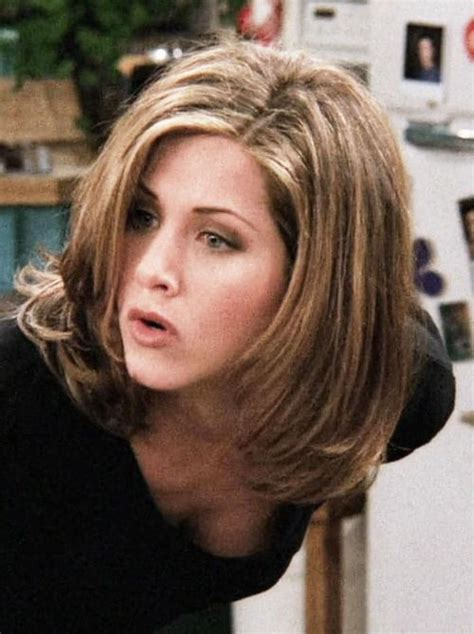 rachel greene wavy hair rachel green 90s fashion pinterest