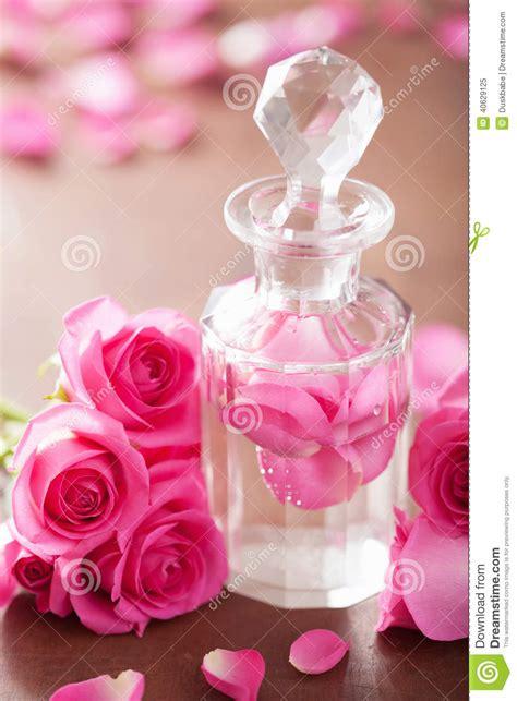 Parfum De Roses fleurs de bouteille de parfum et de de station