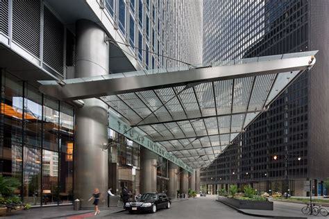 section 8 office in chicago som trump tower entrance pinterest trump chicago