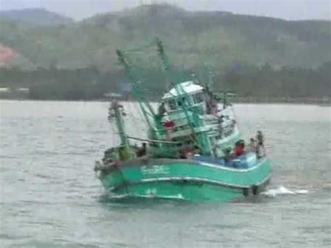 sinking fishing boat videos sinking thailand fishing boat youtube