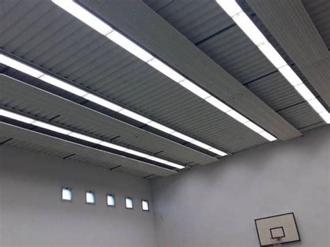 illuminazione palestre lade a led nella palestra della scuola di limite primo