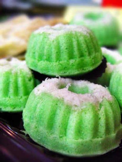 membuat kue putu ayu tanpa mixer resep kue putu ayu pandan lembut enak resepsimbok com
