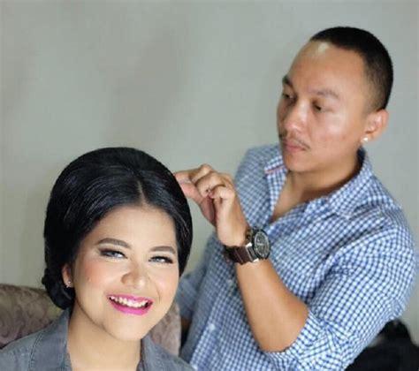 Makeup Artist Barry Irawan Barry Irawan Sosok Make Up Artist Yang Merias Kahiyang
