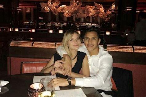 alexis sanchez wife name who is alexis sanchez s girlfriend mayte rodriguez all