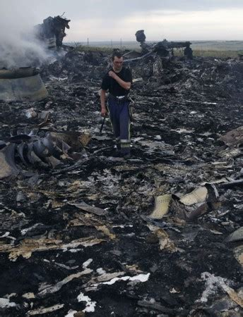 malaysia airlines mh 17 crash australian family loses 4 members to malaysia airlines