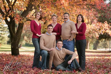 colors for family pictures ideas 19 fall family photo color schemes images fall family
