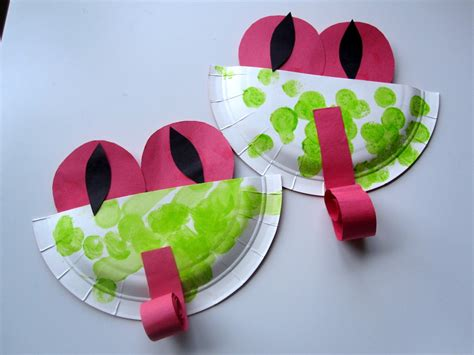 Paper Plate Preschool Crafts - paper plate frog munchkins and