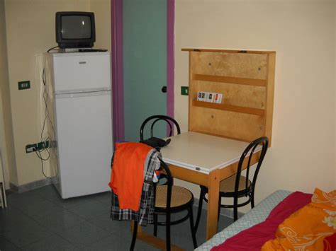 klapptisch wohnzimmer quot wohnzimmer mit klapptisch quot hotel residence sciabache in