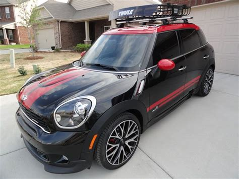 mini countryman outfitted with thule aeroblade roof rack