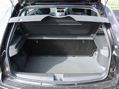 opel corsa trunk space vauxhall corsa hatchback review 2003 2006 parkers