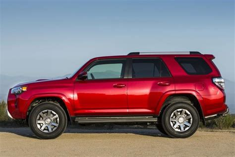Jeep Grand Or Toyota 4runner 2014 Jeep Grand Vs 2014 Toyota 4runner Which Is