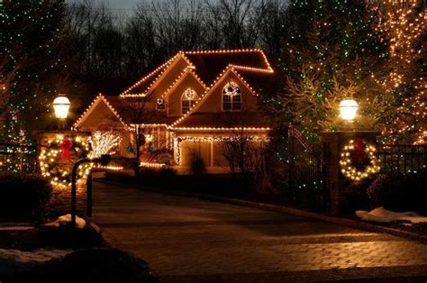putting up outdoor christmas lights is easier with expert