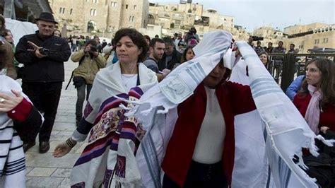 imagenes vestimenta mujeres judias coeducaci 211 n luz casanova la polic 237 a detiene a un grupo de