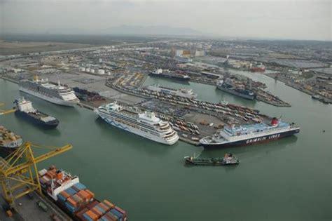 porto di livorno quattrocento milioni e due mutui per i lavori al porto di