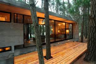 Master On Main House Plans Casa Cher Concrete Glass And Pine Trees Modern Cabins
