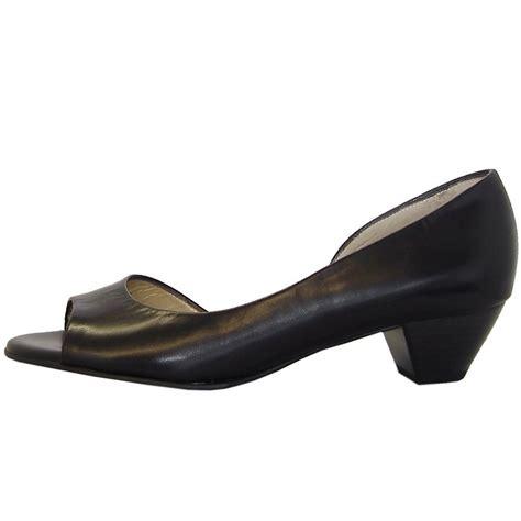 kaiser itha black chevro low heel open toe shoes
