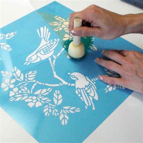 Peinture Sur Tissu Mural by Creaclic Ch Technique De La Peinture Au Pochoir