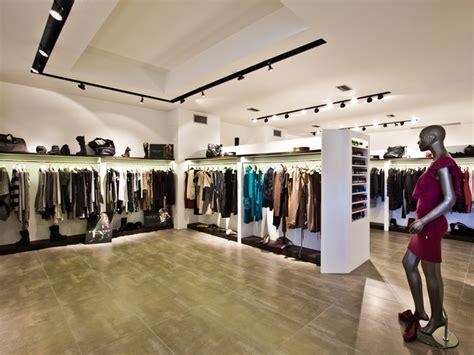 illuminazione negozi abbigliamento lucifero s illumina il negozio di abbigliamento uso esterno
