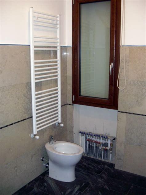 scaldasalviette per bagno foto scaldasalviette bagno di ecotecnica cagliari 91961