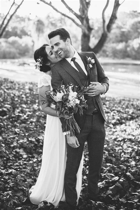 Wedding Poses by Best 25 Groom Poses Ideas On