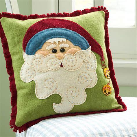 schöne kissen fantasievolle weihnachtsmann deko bringt den kindern freude