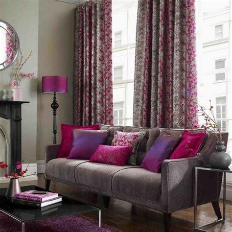Bien Salon Gris Jaune #1: Deco-salon-gris-rideaux-en-gris-et-rose-tcoussins-pourpres-et-gris.jpg