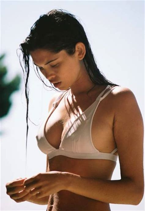 gorgeous wet girls showing  skin  pics