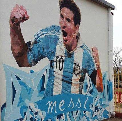 si鑒e mural mural na szkole gdzie niegdyś uczył się messi