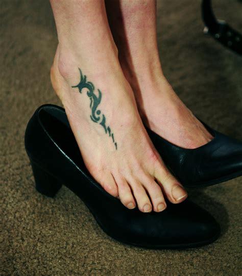 le sur pieds tatouage pied mod 232 le de tatouage sur le pied motifs pour des pieds papillon fleurs