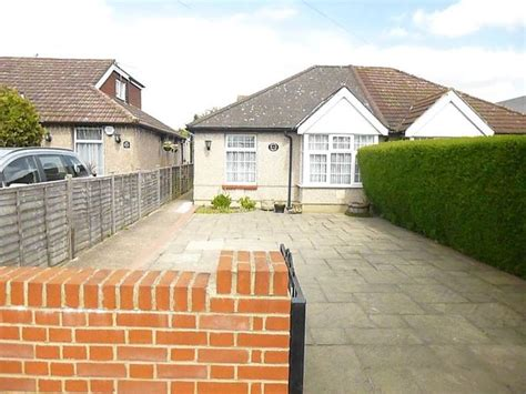 2 bedroom detached house for sale in pinkwell avenue hayes ub3