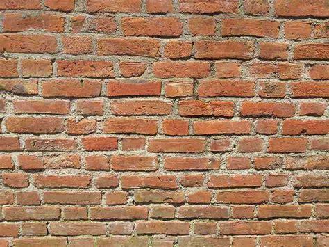 l umidit 224 di risalita colpisce anche i muri in cemento