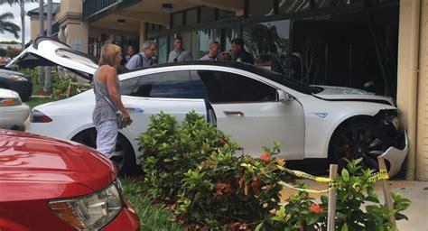 Tesla Wreck Tesla Model S Crashes Into Driver Blames The Car