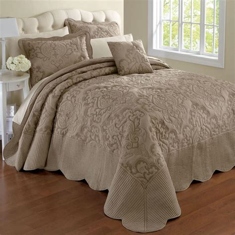 Bed Comforter Measurements by 3 Best King Size Bedspreads Available In The Market