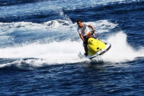 banana tube boat ride in goa 14 watersports in goa that you must add to your bucketlist