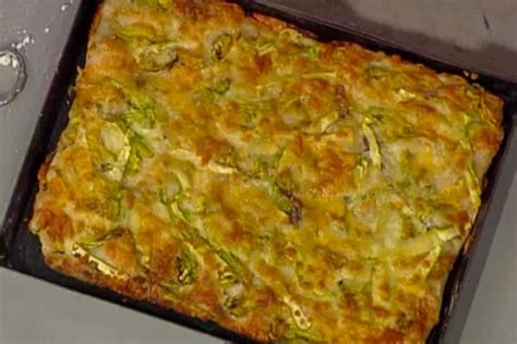 ricette fiori di zucchina ricetta pizza con fiori di zucchina mozzarella e acciughe