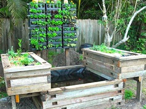 Vertical Garden Meets Aquaponics Aquaponic Vegetable Garden