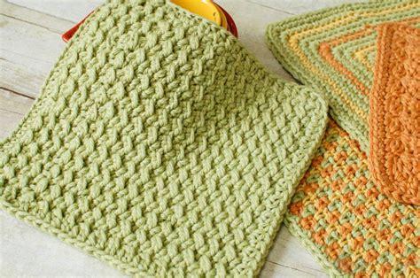 Marvelous Free Knitting Patterns For Christmas Dishcloths #5: Wm6-15-2-14.jpg