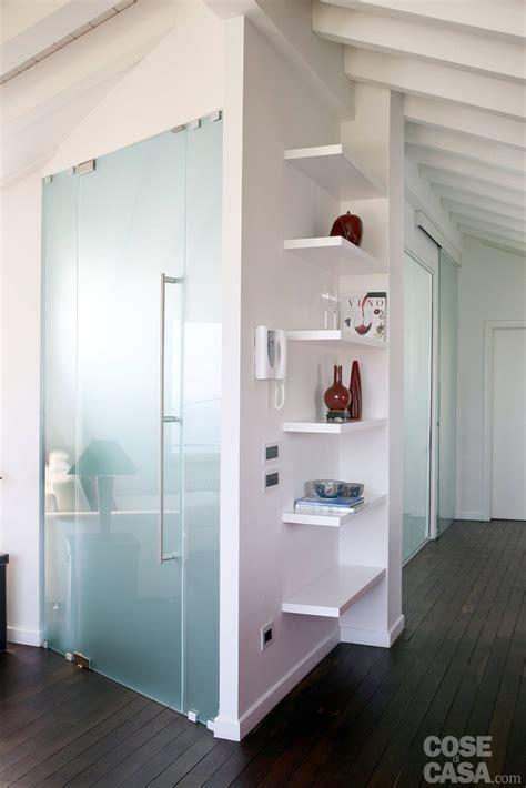 soluzioni tende mansarda volumi bianchi in mansarda per avere pi 249 luce cose di casa